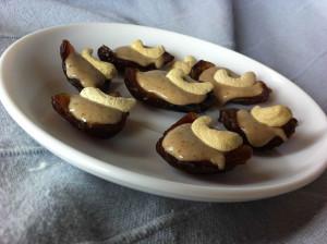 Rohkost Pralinen aus Datteln und Cashews